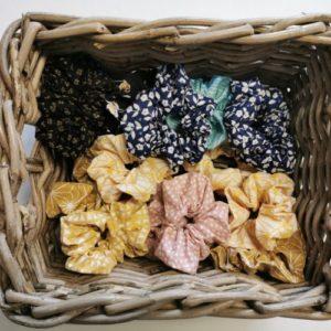 Chouchous élastiques avec différentes couleurs et motifs
