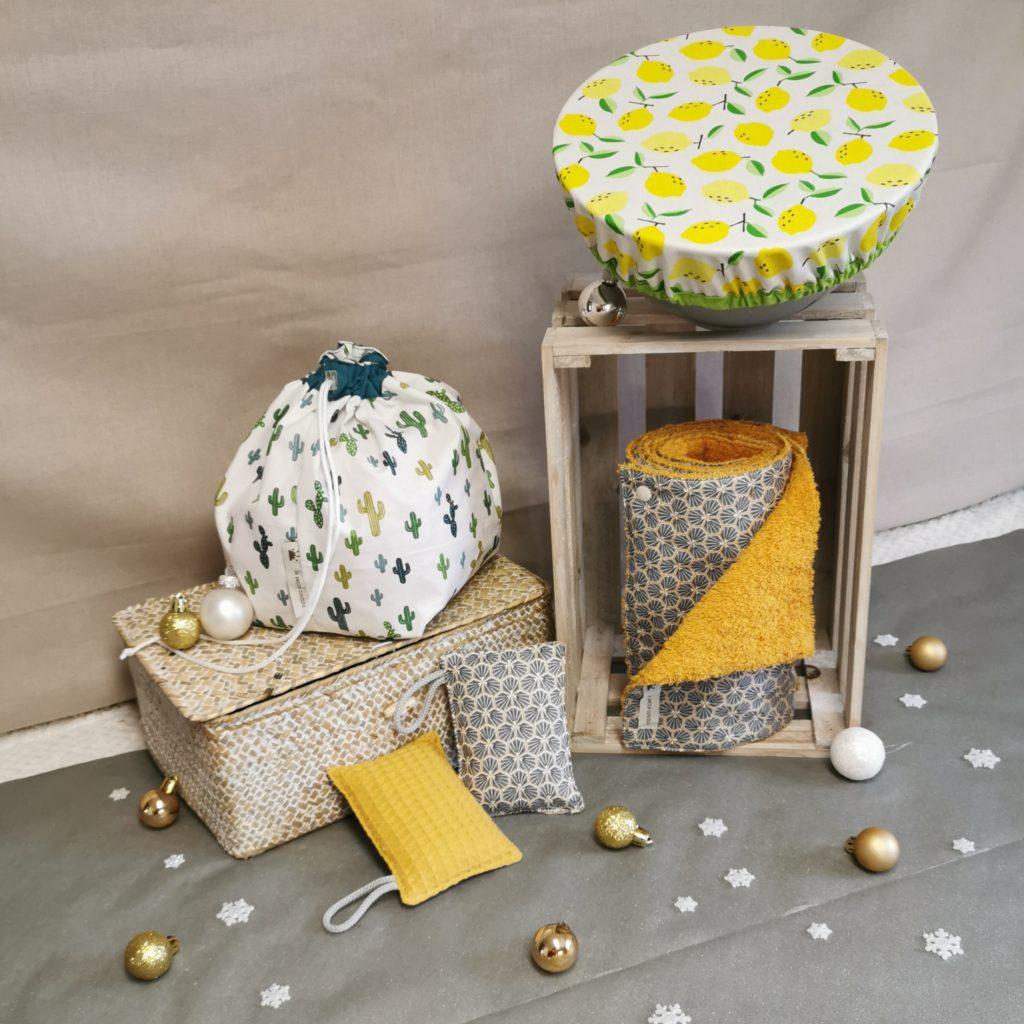 Coffret de noël pour la maison jaune avec essuie-tout, charlotte alimentaire, sac à salade et éponges lavables