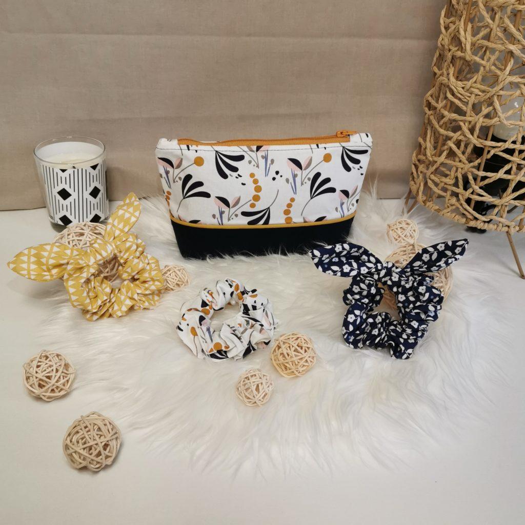 """Coffret de Noël """"beauté"""" blanc, bleu et jaune avec une trousse à maquillage et 3 chouchous en coton"""