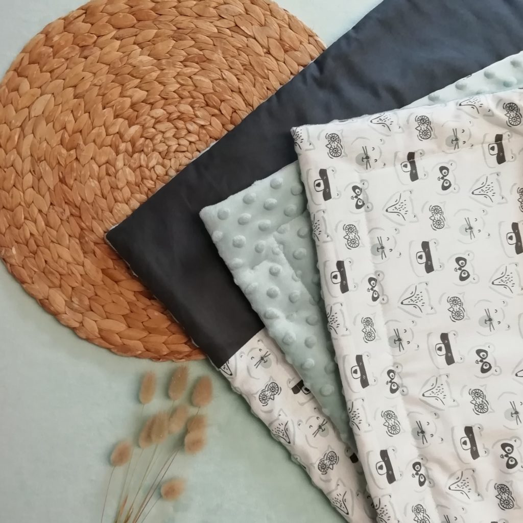 couverture pour bébé avec des motifs de mammifères