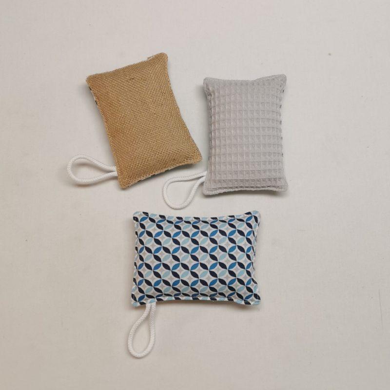 éponge lavable bleue à motifs